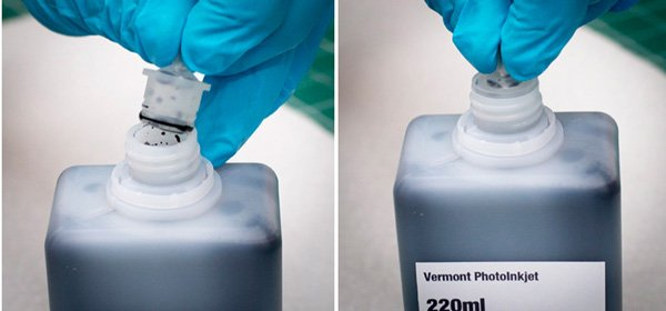 To reseal the bottle after use, please re-insert the silicone plug by pushing it straight down into the bottle.